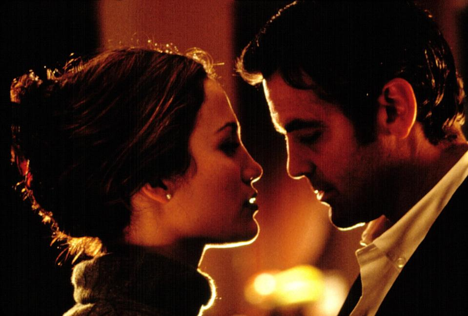 Jennifer Lopez and George Clooney in Out of Sight, 1998.