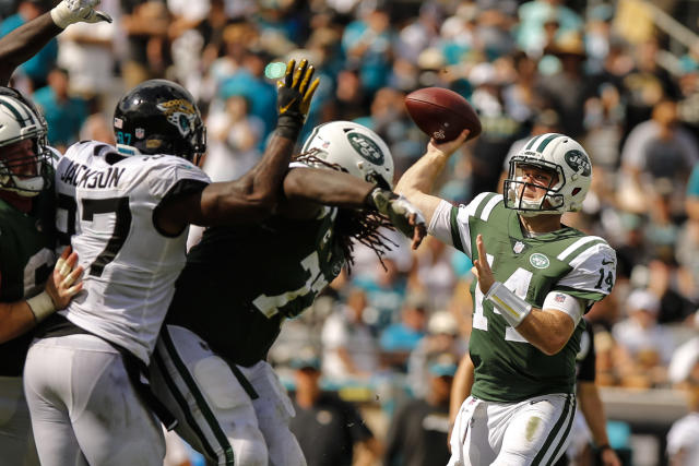 <p>New York Jets quarterback Sam Darnold (14) throws a pass during the game between the New York Jets and the Jacksonville Jaguars on September 30, 2018 at TIAA Bank Field in Jacksonville, Fl. (Photo by David Rosenblum/Icon Sportswire via Getty Images) </p>