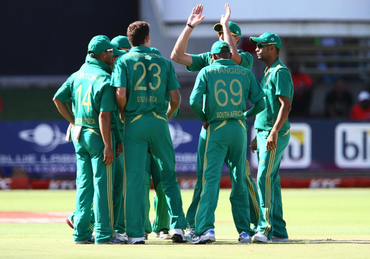 PORT ELIZABETH, SOUTH AFRICA - DECEMBER 26: South Africa celebrate the wicket of Rob Nicol of New Zealand LBW during the 3rd T20 International match between South Africa and New Zealand at AXXESS St Georges on December 26, 2012 in Port Elizabeth, South Africa. (Photo by Richard Huggard / Gallo Images/Getty Images)