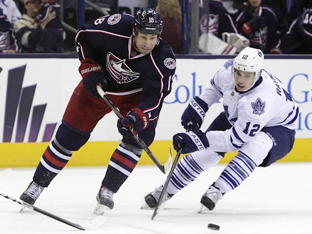 Toronto Maple Leafs' Mason Raymond, right, and Columbus Blue Jackets' RJ Umberger chase a loose puck during the second period of an NHL hockey game on Friday, Oct. 25, 2013, in Columbus, Ohio. (AP Photo/Jay LaPrete)