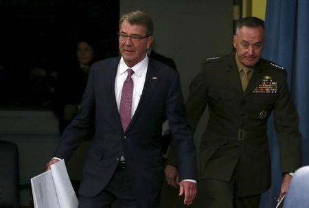 U.S. Defense Secretary Ash Carter (L) and Joint Chiefs Chairman Marine Gen. Joseph Dunford arrive at a news conference at the Pentagon in Washington February 29, 2016. REUTERS/Yuri Gripas