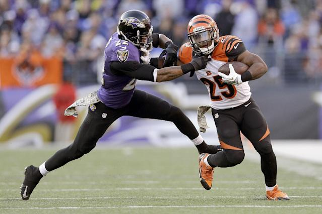 Baltimore Ravens cornerback Jimmy Smith grabs Cincinnati Bengals running back Gio Bernard during the second half of a NFL football game in Baltimore, Sunday, Nov. 10, 2013. (AP Photo/Patrick Semansky)