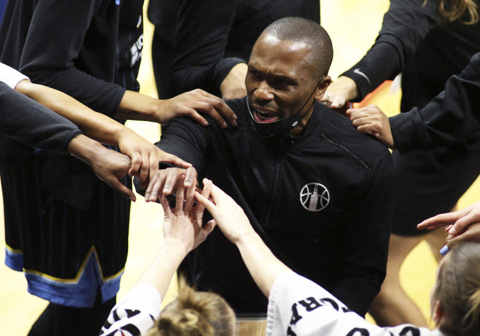 Chicago Sky head coach James Wade talks with his players in a huddle during their game on May 15, 2021. (AP Photo/Daniel Kucin Jr.)