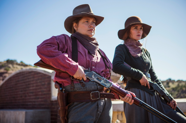 Merritt Wever and Michelle Dockery in <em>Godless</em>. (Photo: James Minchin/Netflix)