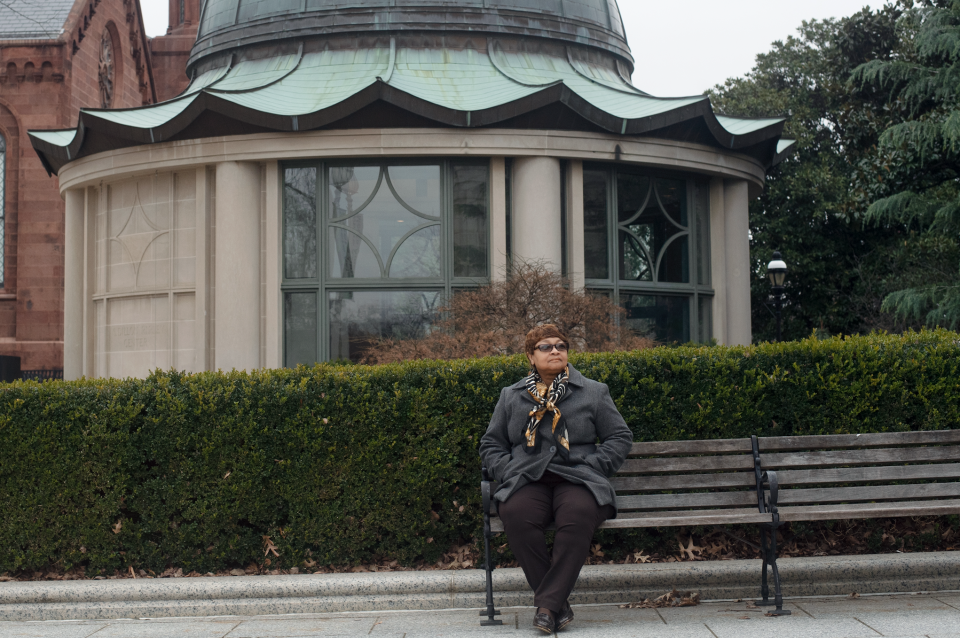 Donna Kelly, is a federal contract worker who is a security guard at the Smithsonian. (Photo: Marvin Joseph/The Washington Post via Getty Images)