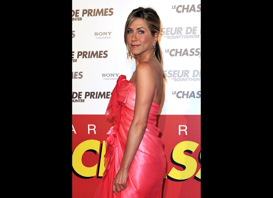 PARIS - MARCH 28:  Actress Jennifer Aniston arrives to attend the Premiere of the film 'Le chasseur de Primes' at Cinema Gaumont Marignan on March 28, 2010 in Paris, France.  (Photo by Pascal Le Segretain/Getty Images)