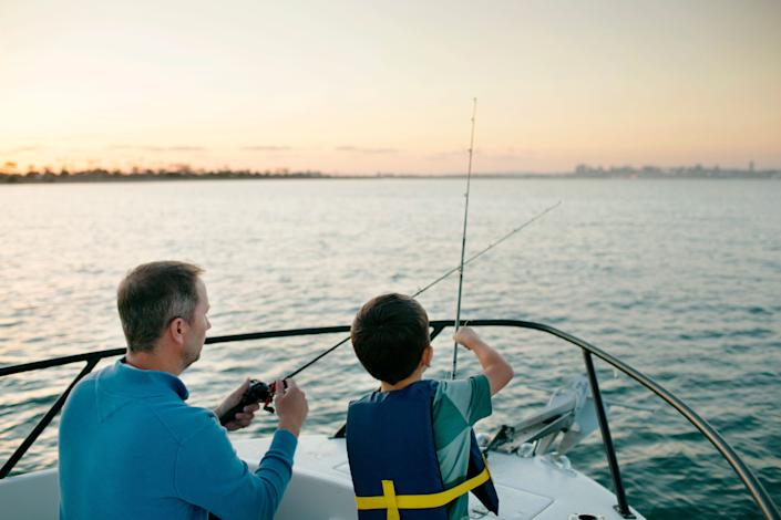 It's best to limit your boating group to those in your household. (Photo: Cavan Images via Getty Images)
