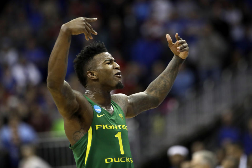 Oregon forward Jordan Bell celebrates at the end of the team's Midwest Regional final against Kansas in the NCAA men's college basketball tournament, Saturday, March 25, 2017, in Kansas City, Mo. Oregon won 74-60. (AP Photo/Charlie Riedel)
