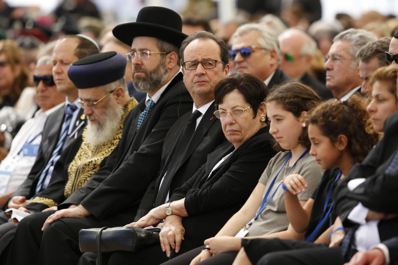 French president Francois Hollande, center, attends the funeral of former Israeli President Shimon Peres in Jerusalem, Friday, Sept. 30, 2016. Shimon Peres was being laid to rest on Friday in a ceremony attended by thousands of admirers and dozens of international dignitaries — in a final tribute to a man who personified the history of Israel during a remarkable seven-decade political career and who came to be seen by many as a potent symbol of hopes of Mideast peace. (Abir Sultan, Pool via AP)