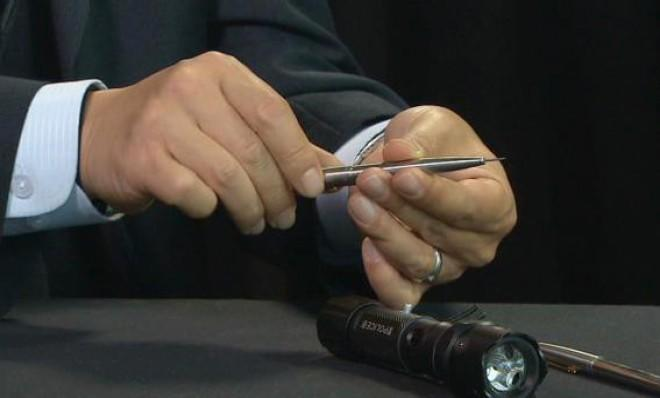 What looks like a standard Parker ballpoint pen is actually a deadly poison needle.