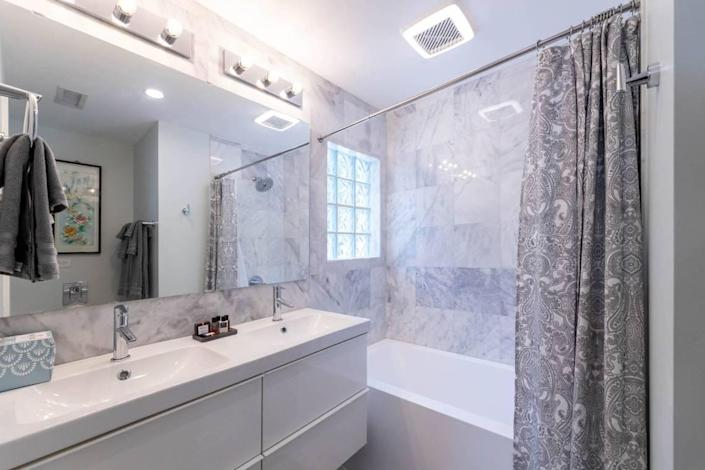 The bathrooms at 510 Queens Road are stocked with Egyptian cotton towels.