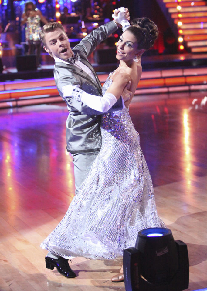"<a target=""_blank"" href=""http://tv.yahoo.com/derek-hough/contributor/2321354"">Derek Hough</a> and <a target=""_blank"" href=""http://tv.yahoo.com/maria-menounos/contributor/1136690"">Maria Menounos</a> perform on ""<a target=""_blank"" href=""http://tv.yahoo.com/dancing-with-the-stars/show/38356"">Dancing with the Stars</a>."""