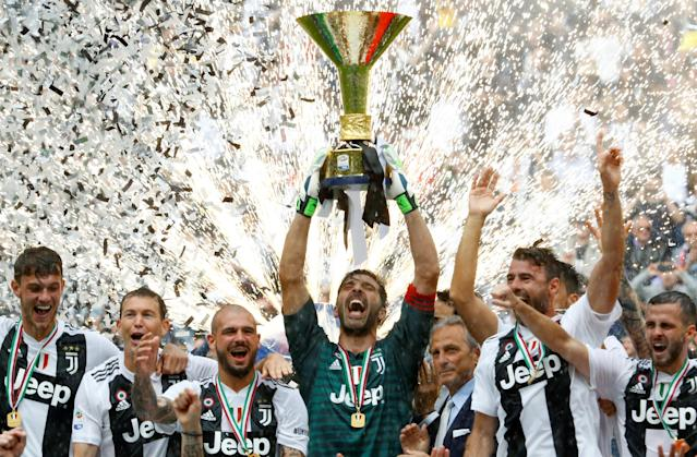 Soccer Football - Serie A - Juventus vs Hellas Verona - Allianz Stadium, Turin, Italy - May 19, 2018 Juventus' Gianluigi Buffon lifts the trophy as the Juventus players celebrate winning the league REUTERS/Stefano Rellandini