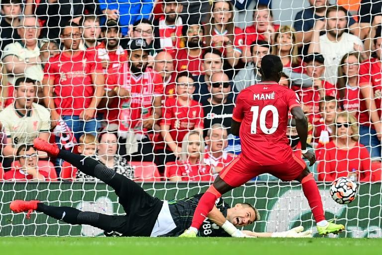 Senegalese Sadio Mane (R) scores his 100th goal for Liverpool in a 3-0 victory over Crystal Palace at Anfield (AFP/Paul ELLIS)