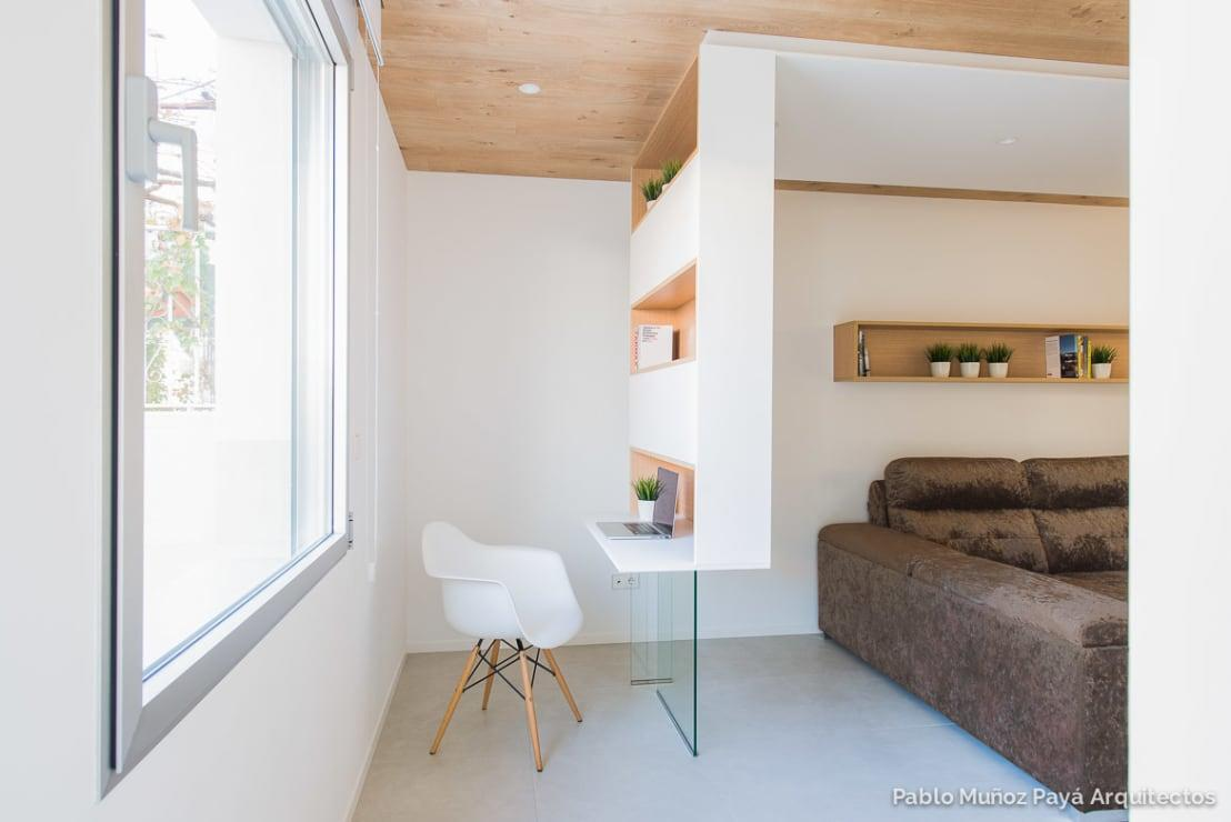 <p>Empty corners are an amazing resource in small homes, as you can turn them into something really handy! A little reading nook, a small home office set-up or even a play area, the choice is yours, but do SOMETHING and make it look deliberate, not like a desperate after thought.</p>  Credits: homify / Pablo Muñoz Payá Arquitectos