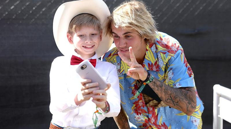 Justin Bieber Hangs Out With Yodeling Kid at Coachella After Predicting His Performance
