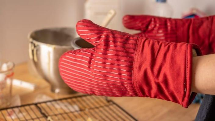 The Big Red House outperformed other cloth mitts in both round of testings.