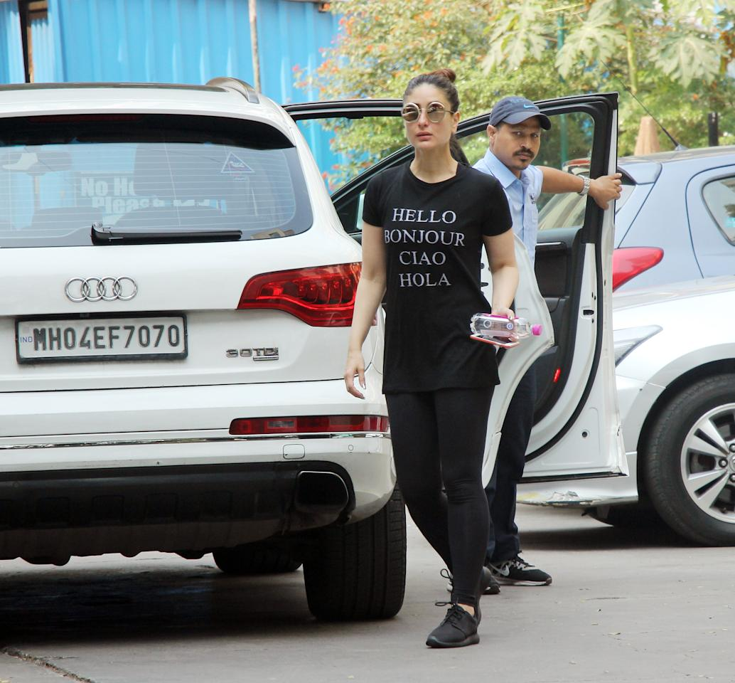 <p>Bebo lets her T-shirt do all the talking. She was seen greeting the paps outside the gym in four different languages. Her T-shirt read, 'Hello, Bonjour, Ciao, Hola.' </p>