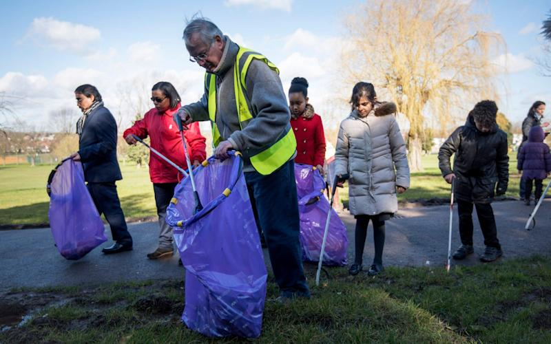 The Duke of Gloucester takes part in a litter pick  - Geoff Pugh
