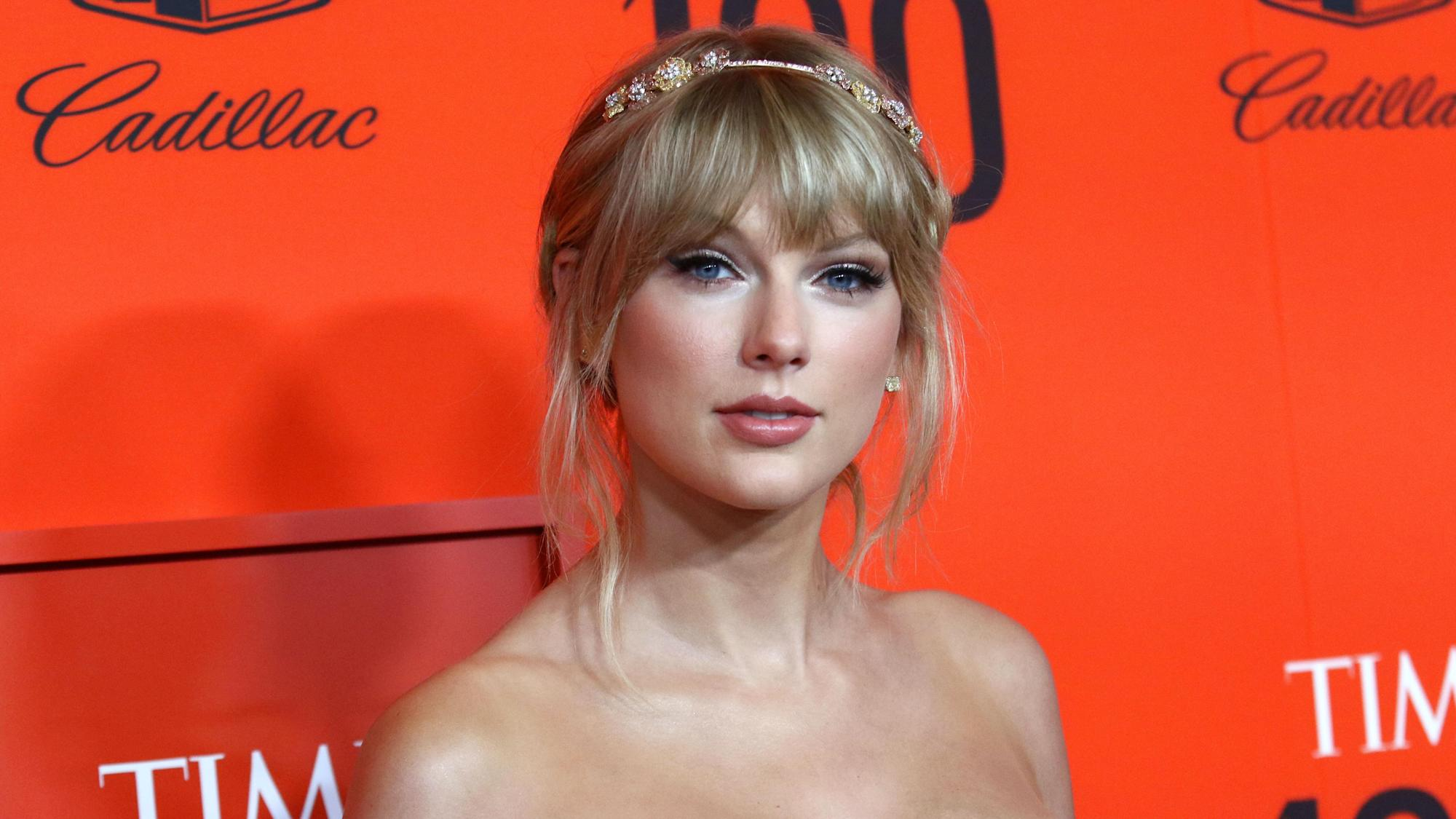Taylor Swift offers rare glimpse into relationship with Joe Alwyn