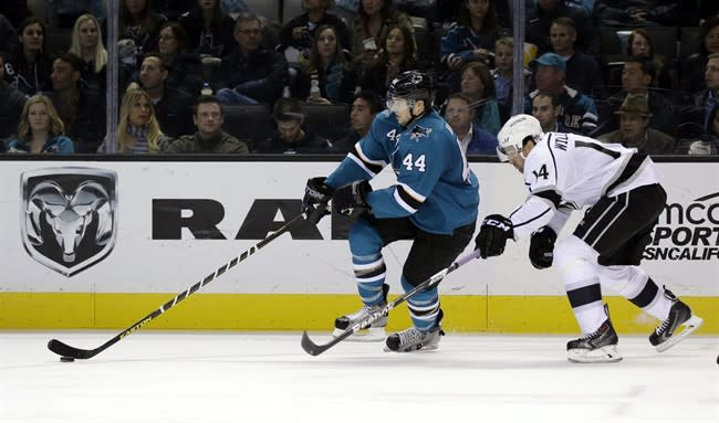 Joe Thornton scores 1st shootout goal since 2007 to lead Sharks past Kings 3-2