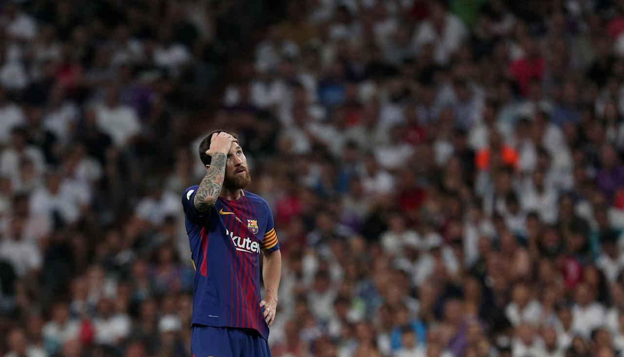 Soccer Football - Real Madrid vs Barcelona - Spanish Super Cup Second Leg - Madrid, Spain - August 17, 2017   Barcelona's Lionel Messi looks dejected         REUTERS/Sergio Perez     TPX IMAGES OF THE DAY
