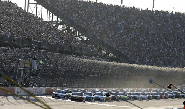 The field takes the green flag to start the NASCAR Sprint Cup auto race at Darlington Speedway in Darlington, S.C., Saturday, April 12, 2014. (AP Photo/Chuck Burton)