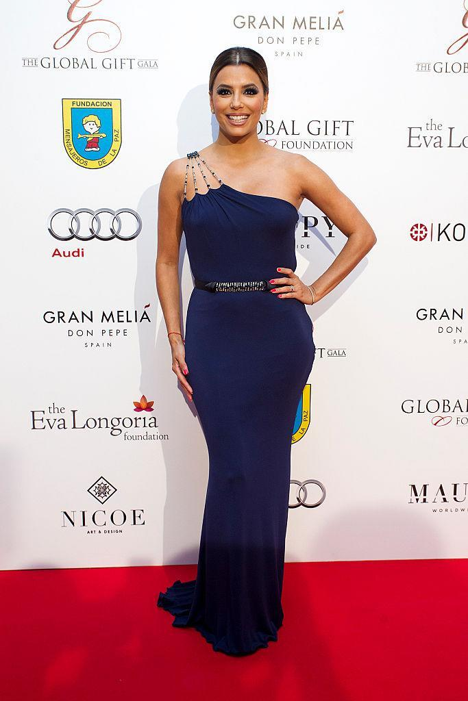 <p>Showing off her figure in a formfitting one-shouldered gown.<i> (Photo by Daniel Perez/Getty Images)</i><br></p>