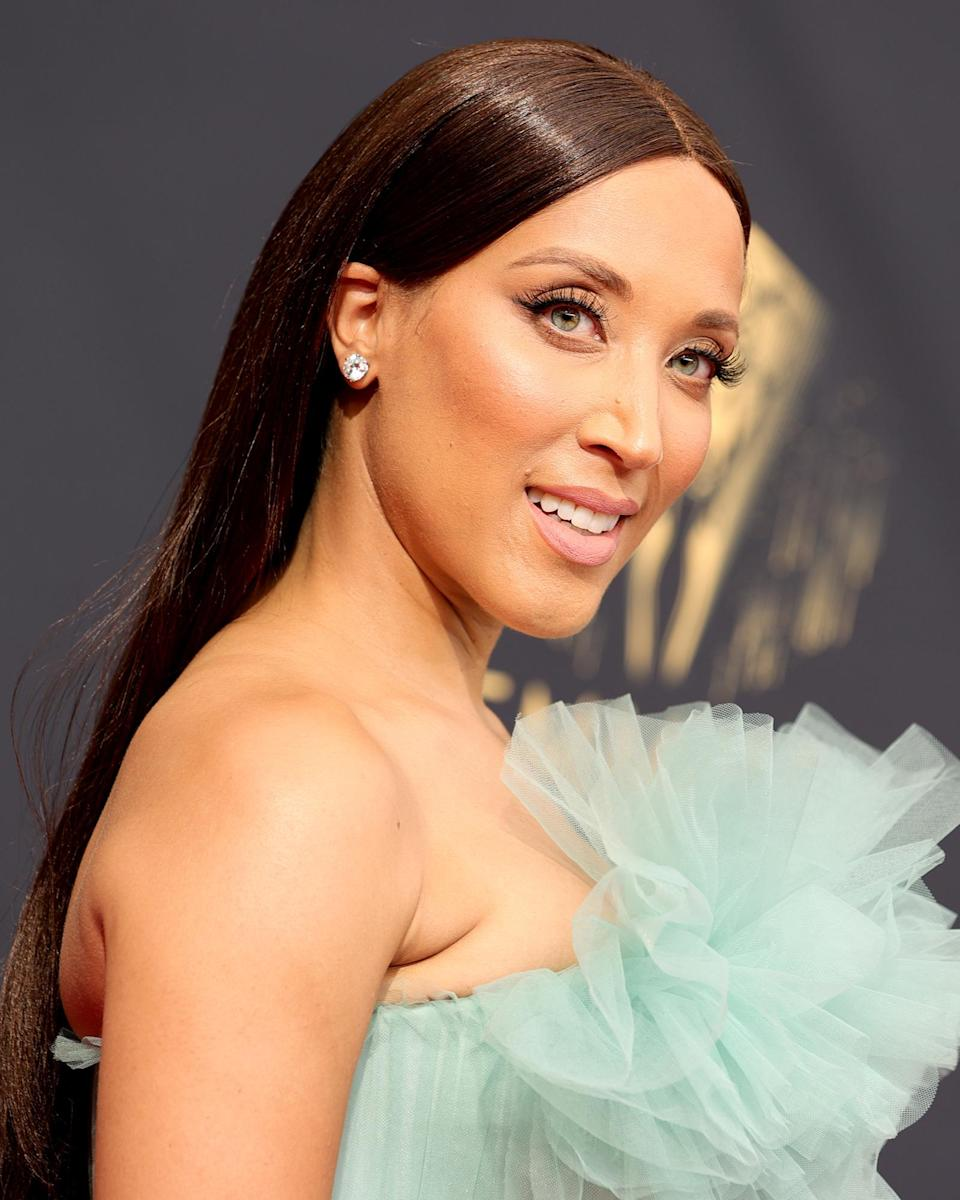 <p>Soft and sleek is the name of the game for comedian Robin Thede. Her hair was styled pin straight, while her long lashes upped the neutral glam. She finished off the look with a nude matte lip. </p>