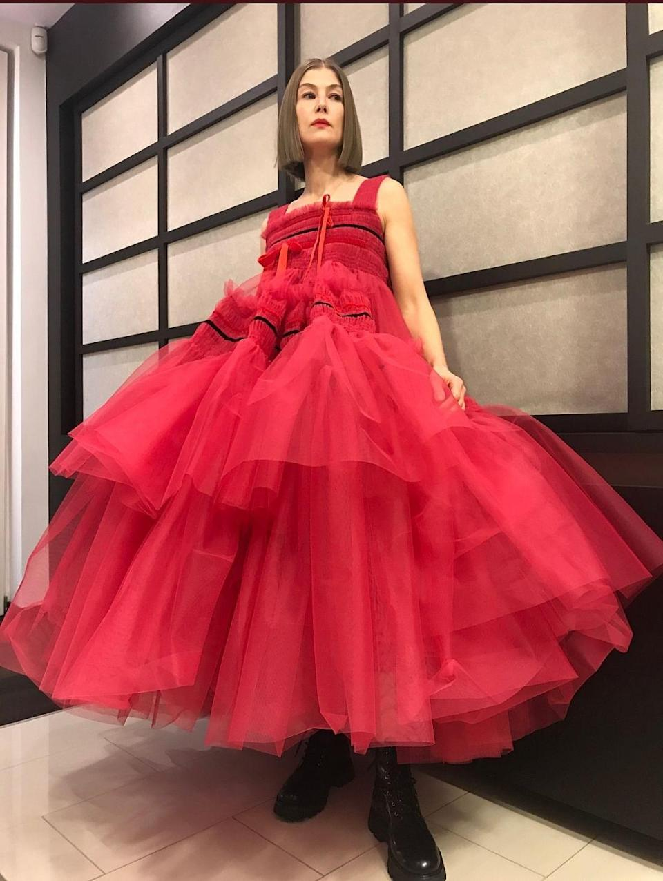 <p>Rosamund Pike looks dreamy in a Molly Goddard gown & Alexander McQueen boots.</p>