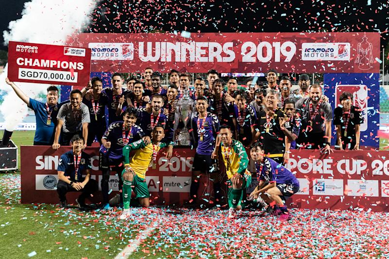 Tampines Rovers with the Singapore Cup after beating Warriors FC 4-3 in the final. (PHOTO: Football Association of Singapore)