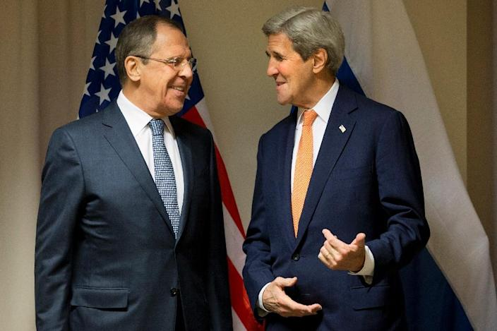 US Secretary of State John Kerry (right) meets with Russian Foreign Minister Sergei Lavrov in Zurich on January 20, 2016 (AFP Photo/Jacquelyn Martin)