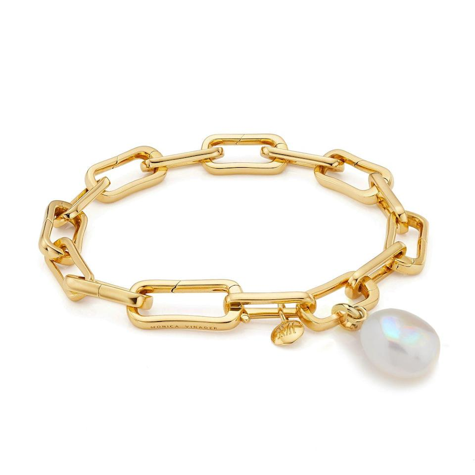 """<p><a class=""""link rapid-noclick-resp"""" href=""""https://go.redirectingat.com?id=127X1599956&url=https%3A%2F%2Fwww.monicavinader.com%2Fgift-sets%2Fgold-vermeil-alta-capture-and-pearl-bracelet-set&sref=https%3A%2F%2Fwww.harpersbazaar.com%2Fuk%2Ffashion%2Fjewellery-watches%2Fg35254072%2Fgold-chain-bracelets%2F"""" rel=""""nofollow noopener"""" target=""""_blank"""" data-ylk=""""slk:SHOP NOW"""">SHOP NOW</a></p><p>Pearl fans needn't miss out on the gold chain trend. This boxy chain bracelet from Monica Vinader comes with a baroque pearl pendant for a little romantic flourish. </p><p>Gold vermeil and pearl bracelet, £365, <a href=""""https://www.monicavinader.com/"""" rel=""""nofollow noopener"""" target=""""_blank"""" data-ylk=""""slk:Monica Vinader"""" class=""""link rapid-noclick-resp"""">Monica Vinader</a></p>"""