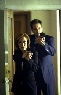 """Scully (Gillian Anderson, L) and Mulder (David Duchovny, R) investigate a number of murders that lead to the discovery of a """"monster"""" who kills to feed a gruesome habit in the """"Hungry"""" episode of Fox's The X-Files X-Files"""