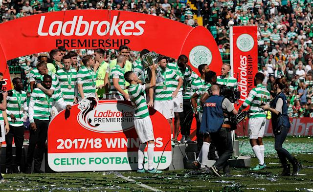 Soccer Football - Scottish Premiership - Celtic vs Aberdeen - Celtic Park, Glasgow, Britain - May 13, 2018 Celtic players with the trophy as they celebrate winning the Scottish Premiership after the match REUTERS/Russell Cheyne