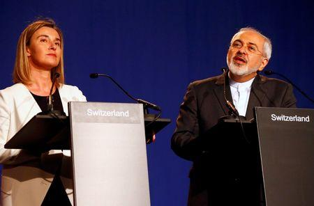 Iran's Foreign Minister Javad Zarif addresses during a joint statement with EU foreign policy chief Federica Mogherini (L) in Lausanne April 2, 2015.  REUTERS/Ruben Sprich