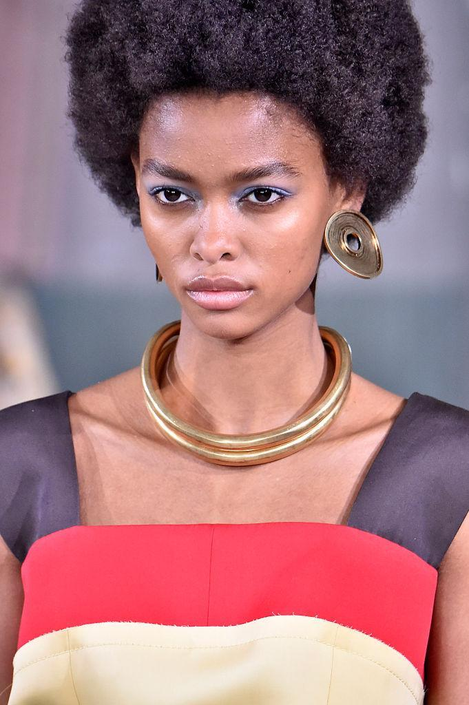 <p>Bronze disc earrings and gold double layer collar necklace at the Marni FW18 show. (Photo: Getty Images) </p>