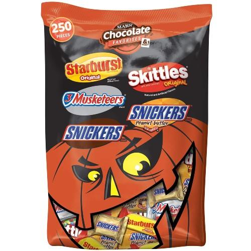 Mars Snickers, 3 Musketeers, Skittles & Starburst Halloween Chocolate Candy Variety Mix 95.1-Ounce 250-Piece Bag. (Photo: Amazon)