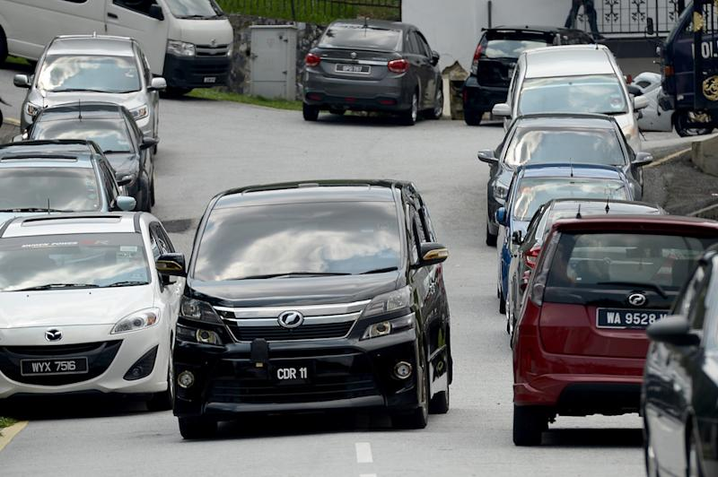 A vehicle believed to be ferrying one of Najib's sons is seen leaving the former prime minister's house in Kuala Lumpur May 17, 2018. ― Picture by Mukhriz Hazim