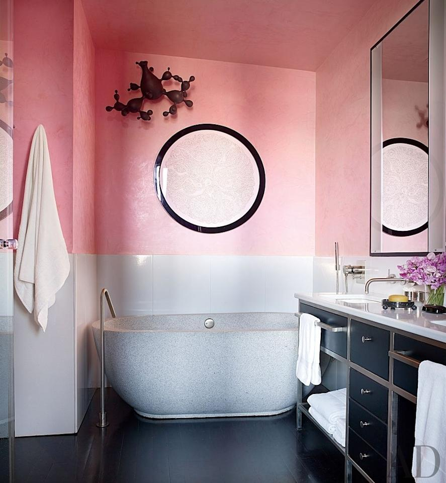 """In the master bath of his <a rel=""""nofollow"""" href=""""https://www.architecturaldigest.com/story/jamie-drake-new-york-city-apartment-article?mbid=synd_yahoo_rss"""">New York City apartment</a>, designer Jamie Drake covered the Venetian-plaster walls in Benjamin Moore's Perky Peach."""