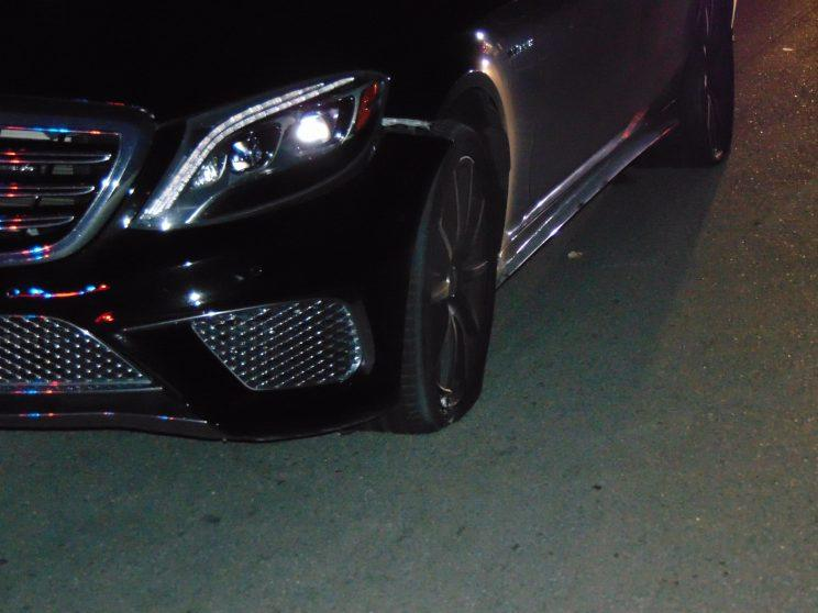 Both drivers' side tires on Tiger Woods' 2015 Mercedes were flat when police arrived. (Jupiter PD)