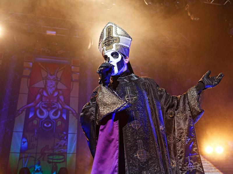 Papa Emeritus III seduces the London crowd at the Forum, 26th March 2017 (Paul Harries)