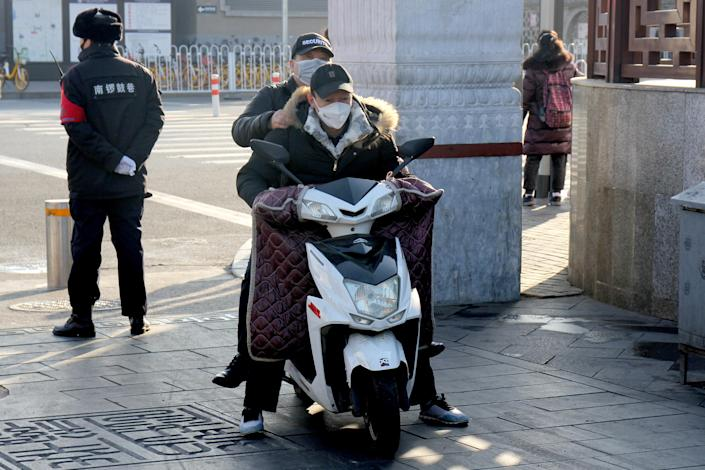 BEIJING, CHINA - JANUARY 31, 2020: Local residents wearing medical masks in a street. An outbreak of pneumonia-like disease caused by a coronavirus was registered in Wuhan, a port city of 11 mln people, the administrative center of the Hubei province, in the end of December 2019. Now over 9.8 thousand people are infected across China. Roman Balandin/TASS (Photo by Roman Balandin\TASS via Getty Images)
