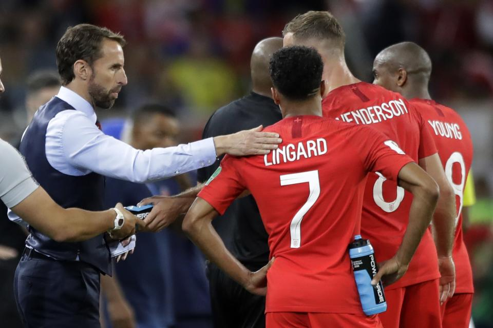 <p>Gareth Southgate gives advice to his players </p>