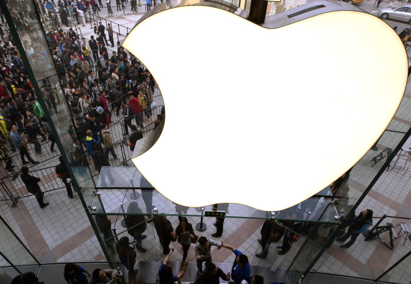 Apple stock falls under $600 after holiday warning
