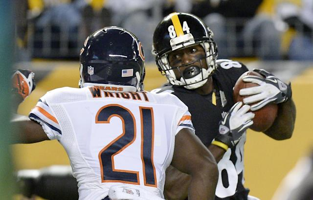 Pittsburgh Steelers wide receiver Antonio Brown (84) makes a touchdown catch in front of Chicago Bears strong safety Major Wright (21) in the second quarter of an NFL football game on Sunday, Sept. 22, 2013, in Pittsburgh. (AP Photo/Don Wright)