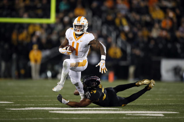 "Tennessee running back <a class=""link rapid-noclick-resp"" href=""/ncaaf/players/263338/"" data-ylk=""slk:John Kelly"">John Kelly</a> (L) slips past Missouri linebacker Terez Hall during the first half of an NCAA college football game Saturday, Nov. 11, 2017, in Columbia, Mo. (AP Photo/Jeff Roberson)"