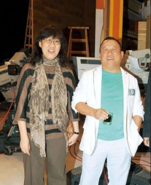 Sandy Yu and Eric Tsang in a past photo together, the former is happy to have Eric join the TVB team
