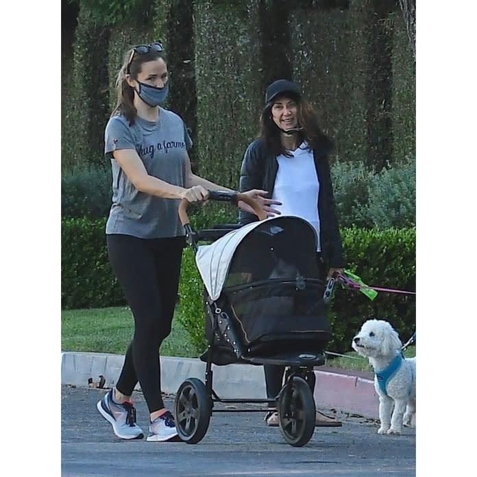 Jennifer Garner Pushes Cat in a Stroller