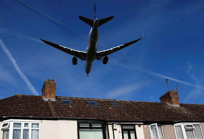 A passenger plane comes in to land at London Heathrow airport, which posts its first-half results following the outbreak of the coronavirus disease (COVID-19), in London, Britain, July 29, 2020. REUTERS/Toby Melville     TPX IMAGES OF THE DAY